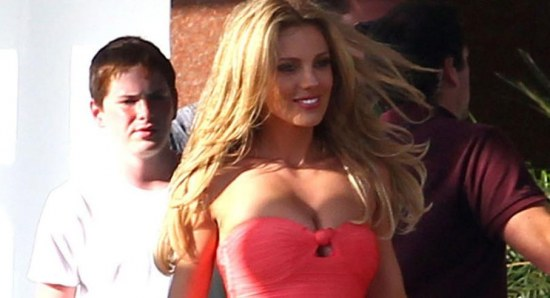 Bar Paly on the set of pain and gain