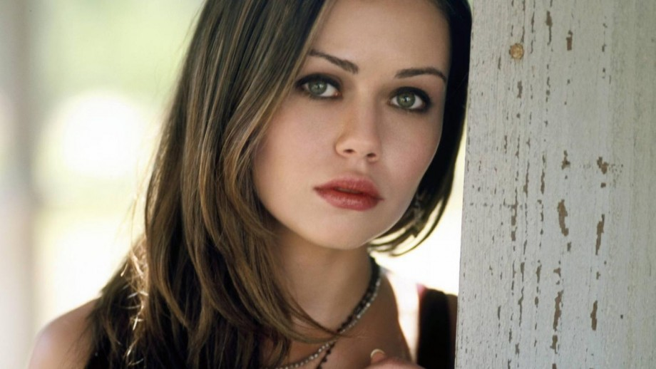 Alexis Dziena is back on Hollywood scene with her 2014 movies
