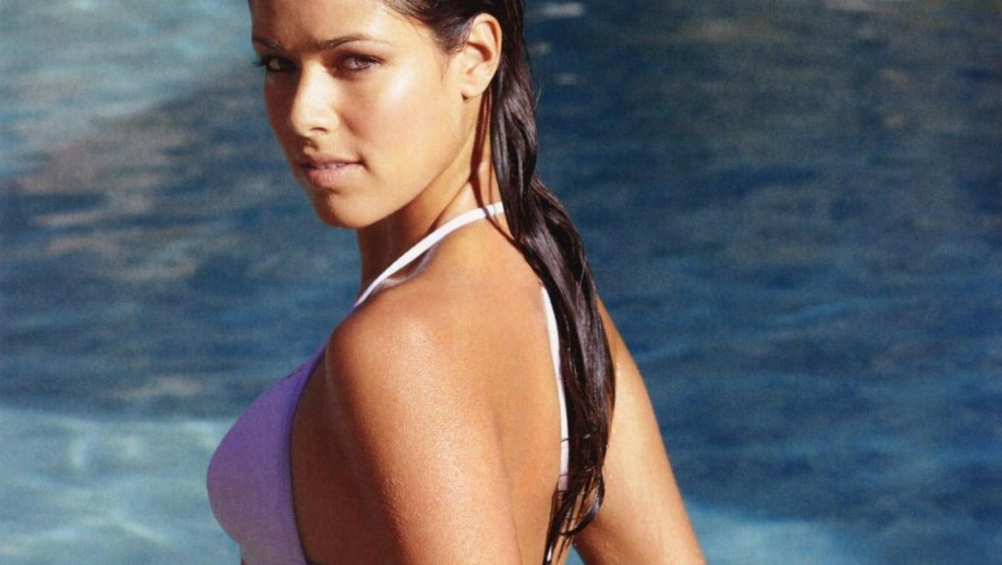Ana Ivanovic wins both on the tennis court and in the air as stewardess