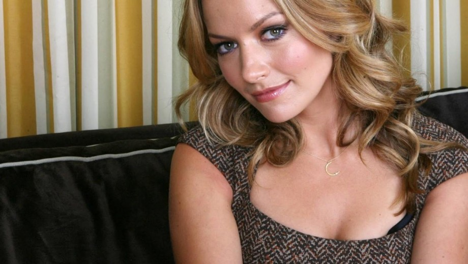 "Becki Newton to star on Fox Television in ""Weird Loners pilot"