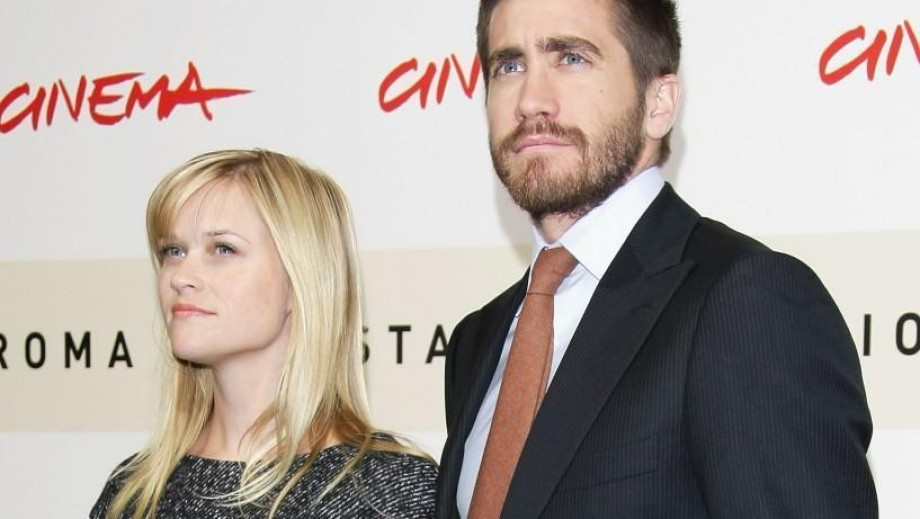 Jake Gyllenhaal's actions suggest he & Rachel McAdams are dating