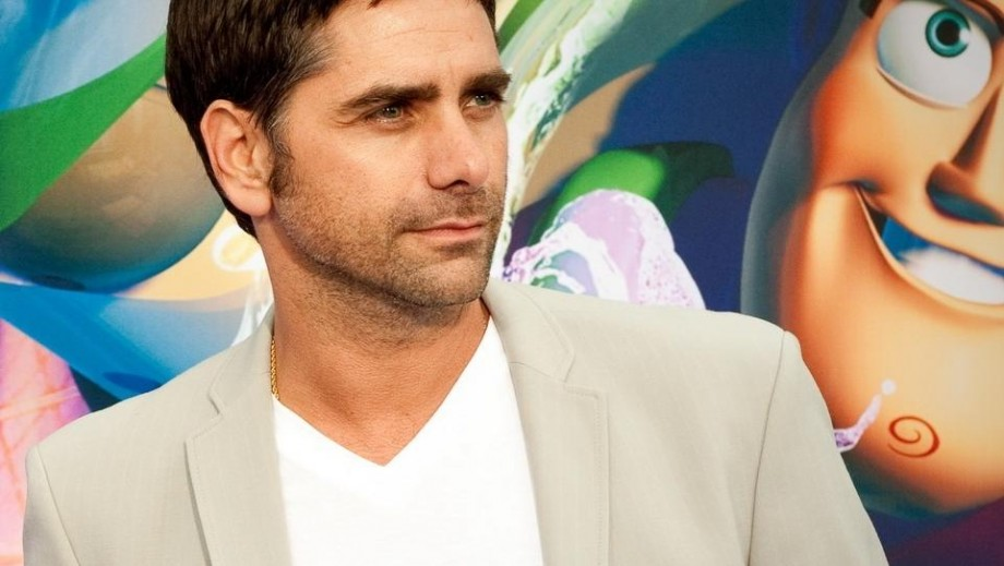 John Stamos 'shows off 'gross' belly button on Jimmy Kimmel