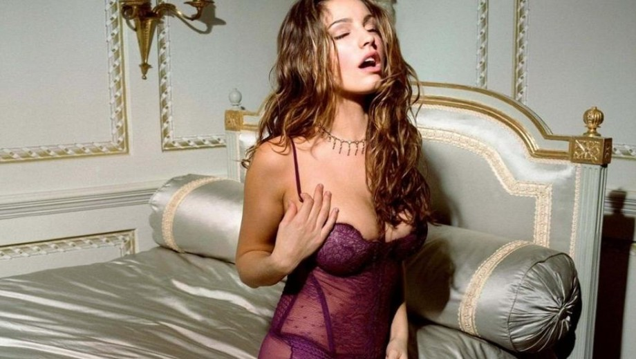 Kelly Brook's previous relationships inspired her to write memoir Close Up