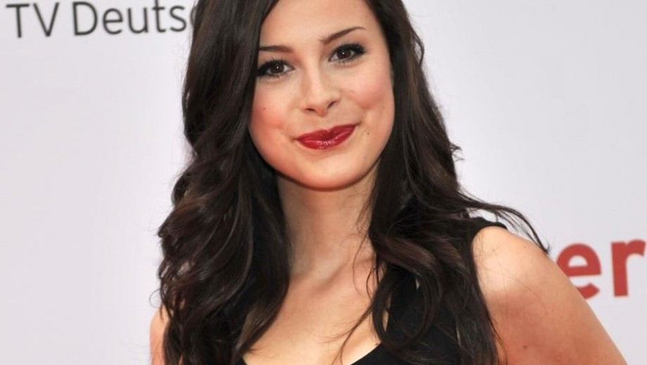 Lena Meyer-Landrut surprises fans with slim figure and new hairstyle