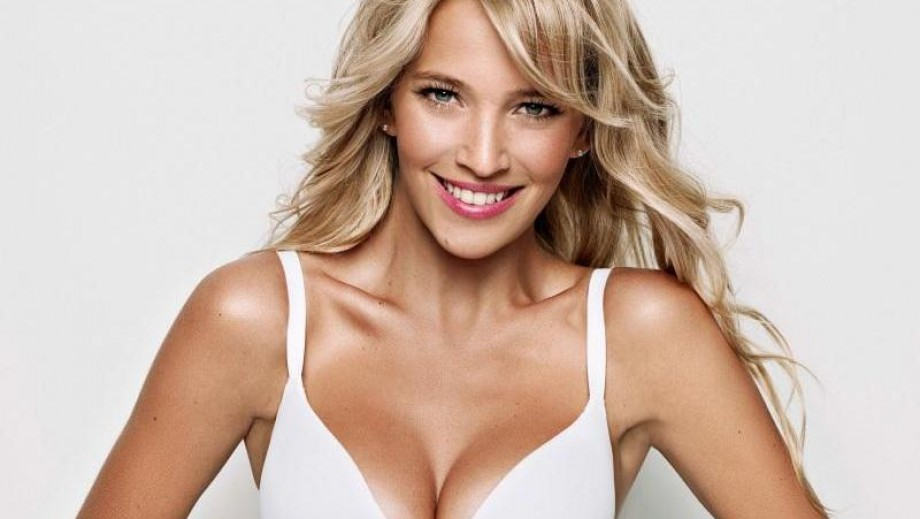 Luisana Lopilato knows how to control the Internet