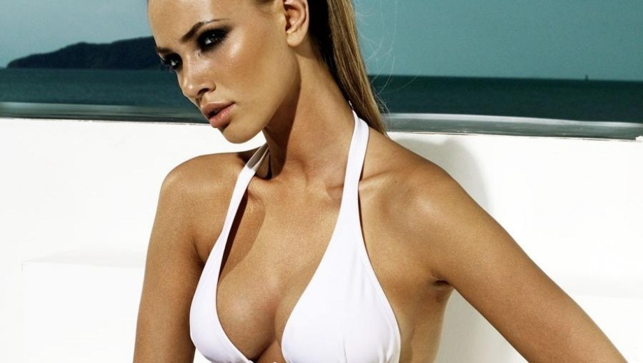 Luiza Freyesleben's swimsuit pics earn Barnorama applause