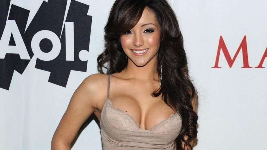Melanie Iglesias to host new MTV show Off the Bat from the MLB Fan Cave