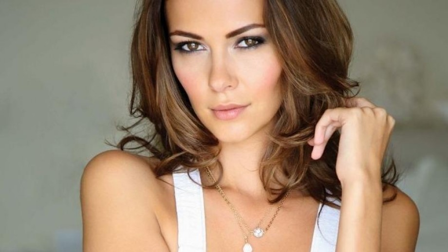 Vampire Diaries star Olga Fonda gets engaged and films feature role in 2014