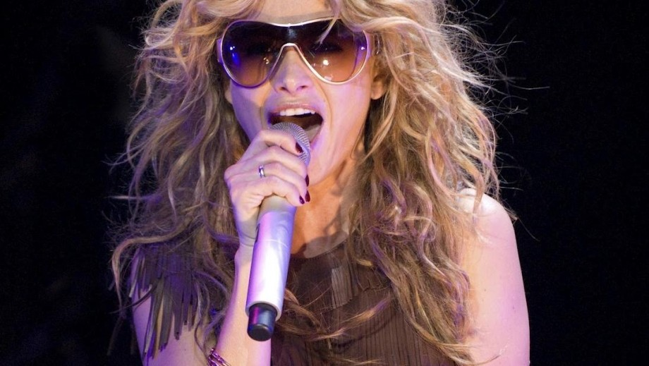 Paulina Rubio shows off bikini body following divorce interview