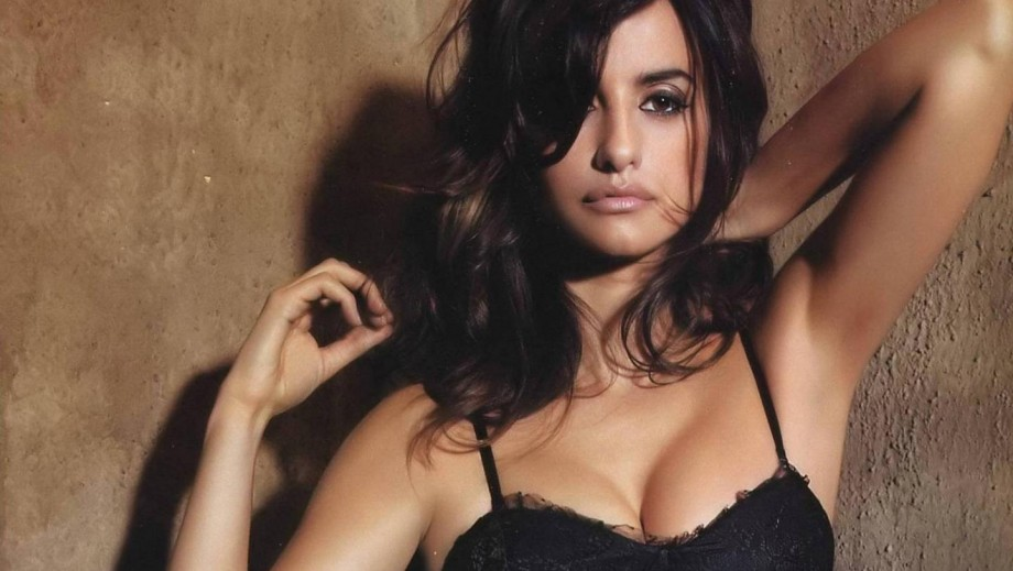 Penelope Cruz loses battle with tabloid over topless photos but wins the war