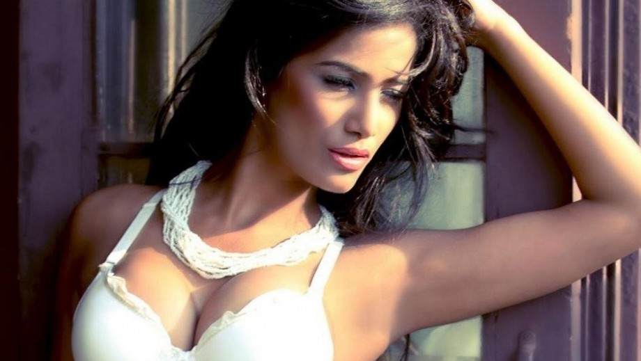 Poonam Pandey shows marketing genius with bra offer for Brazil win