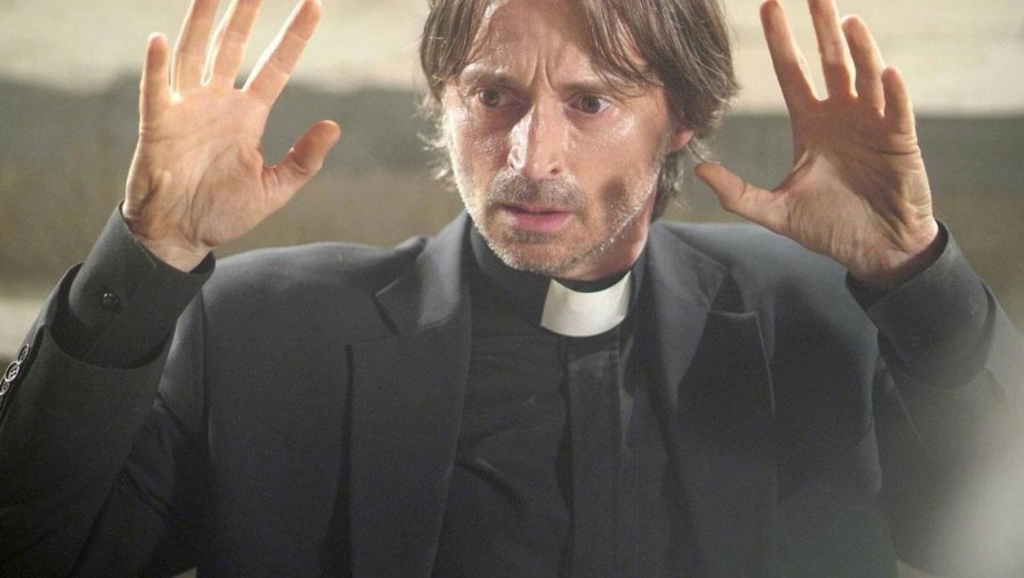 Robert Carlyle gets grisly for his Scottish directorial film debut