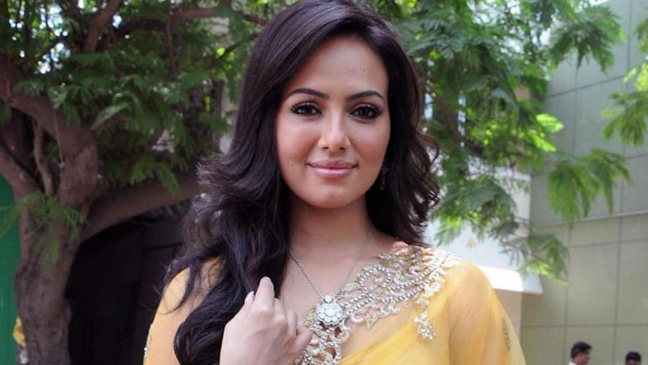 Sana Khan ready to surprise Bollywood with move to Hollywood