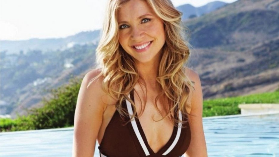 Sarah Chalke as part of the provocative Rick and Morty makes sense