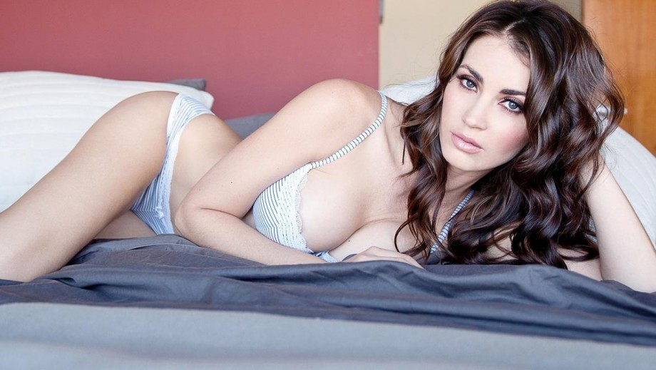 Tanit Phoenix earns Goddess accolades from Barnorama