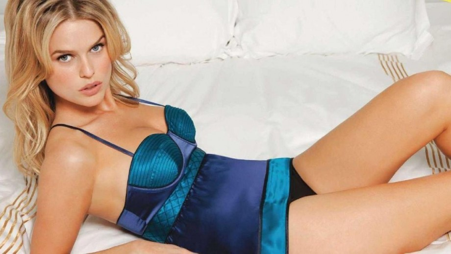 17 pics that show why Alice Eve is a hot British star in Hollywood