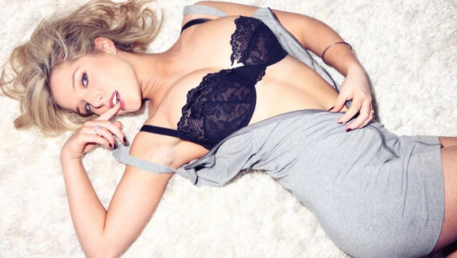25 reasons why Helen Flanagan needs to come to Hollywood
