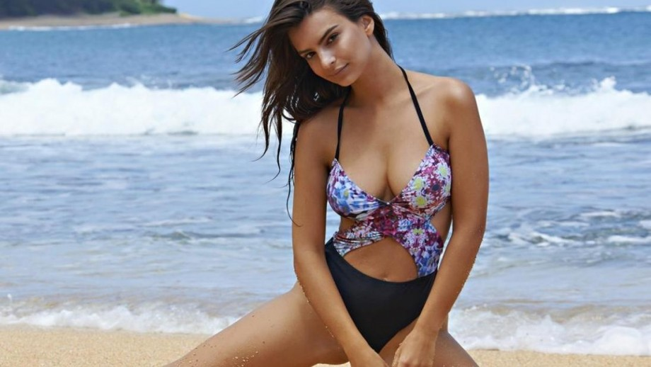 22 sexy Emily Ratajkowski pics which prove she is the hottest babe on Instagram
