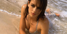 18 Reasons why Elizabeth Hurley's body continues to blow our mind