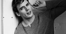 Sam Claflin is insecure about his body
