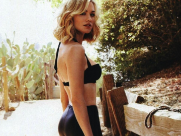 20 reasons why we want to see more of Yvonne Strahovski on the big screen