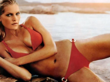 15 reasons why we wish we saw more of sexy supermodel May Andersen