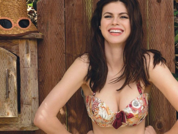 Alexandra Daddario and Robbie Amell get up close and personal in new movie When We First Met