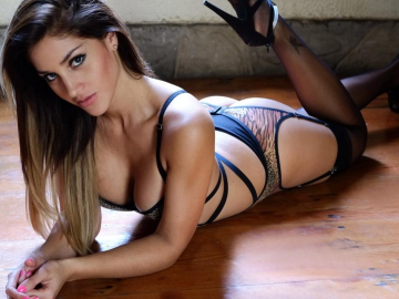 Andrea Cifuentes continues to WOW fans on social media