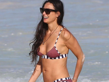 Demi Moore rolling back the years by flashing the flesh in Empire