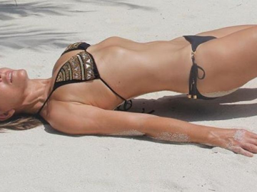 Elizabeth Hurley shows why she is the hottest 52-year-old on the planet