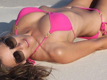 Fans amazed by Elizabeth Hurley's sexy body at 52