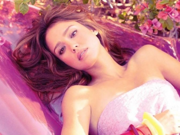 Jessica Alba reveals the best relaxing beauty products