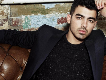 Joe Jonas reveals the perfect part of having a girl in a band