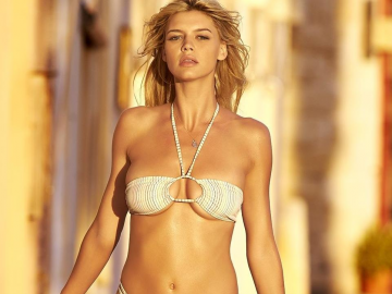 Kelly Rohrbach moving on from Baywatch with new movie A Rainy Day in New York