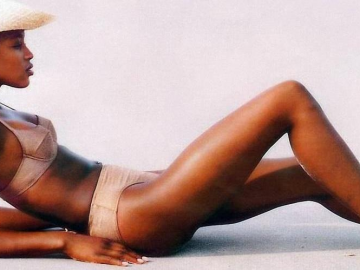Naomi Campbell reveals her trick to quit smoking