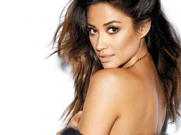 Shay Mitchell stole Pretty Little Liars swimsuits