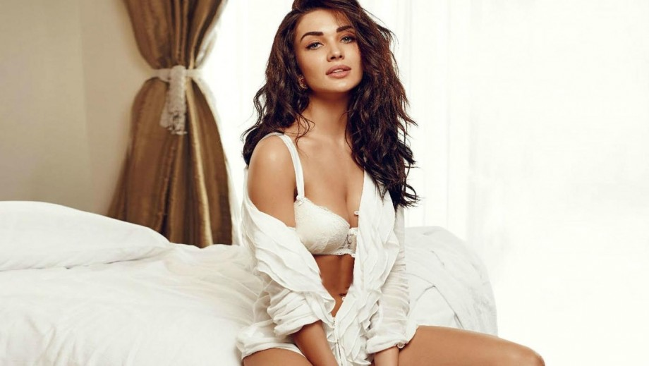 Bollywood beauty Amy Jackson lands role in Supergirl season 3