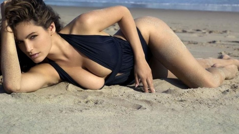 Kelly Brook to replace Peter Capaldi as Doctor Who?