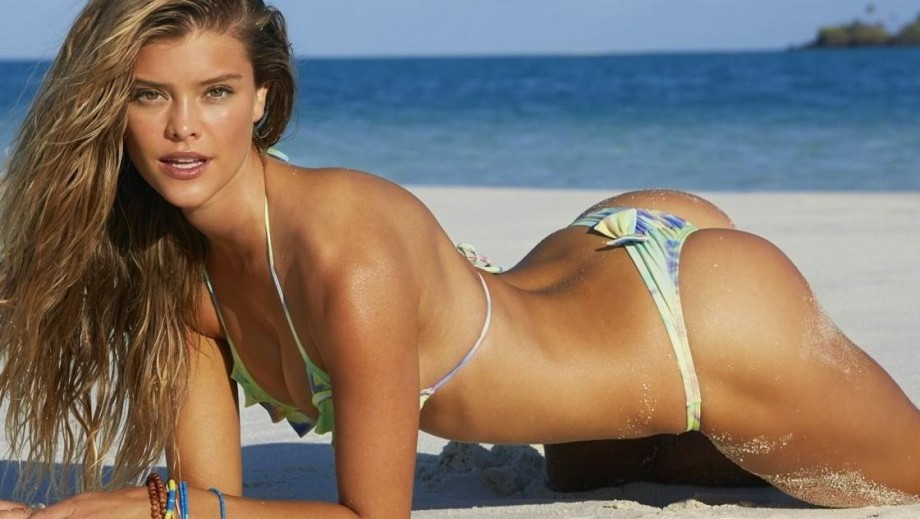 Nina Agdal continues to make us all jealous with her sexy beach body