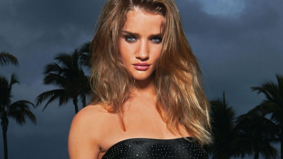 Rosie Huntington-Whiteley gets pregnancy advice from Elle MacPherson